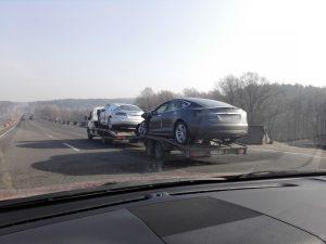 В Украину «хлынул поток битых Tesla» 1