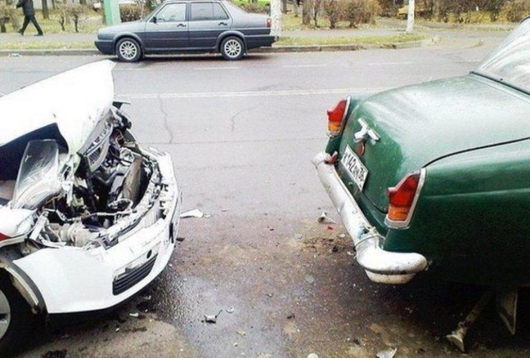 Чей кузов прочнее: ГАЗ 21 или современной «иномарки» 1