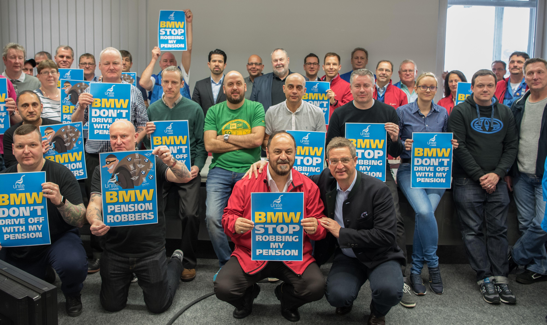 Рабочие завода BMW впервые устроили забастовку 2