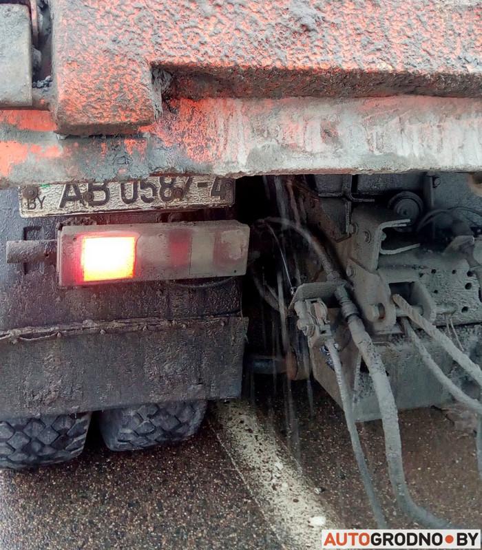 Чтобы наказать рассыпавшего щебень водителя, автомобилисту пришлось догонять МАЗ 2