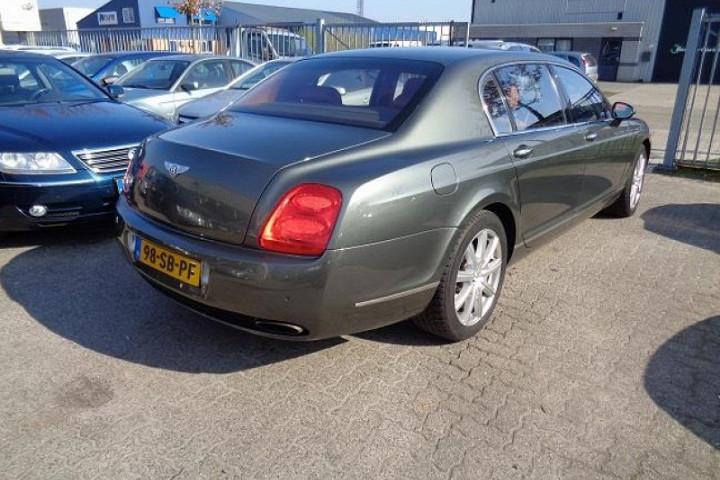 На продажу выставили роскошный Bentley по цене VW Golf 2