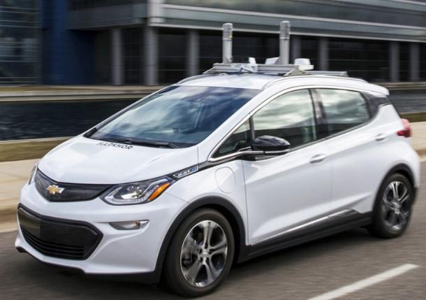 GM инвестирует миллионы долларов в развитие беспилотных машин 1