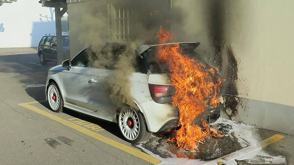 Уникальный хот-хэтч Audi уничтожен огнем 1