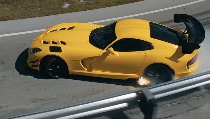 «Слишком быстрая езда» и дрифт автомобиля Dodge 1