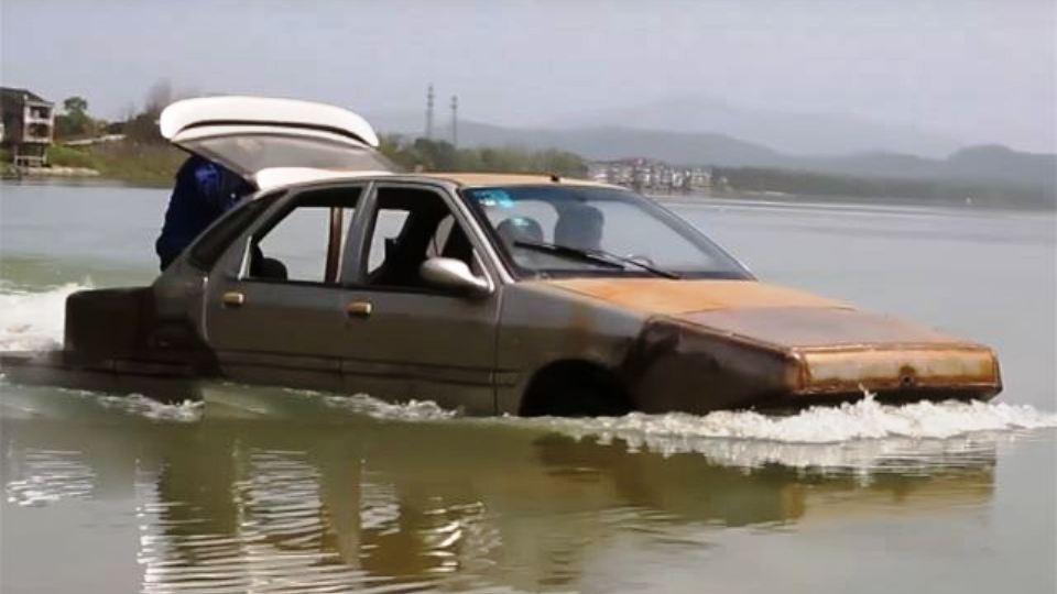 Напуганный наводнениями, владелец построил машину-амфибию 1