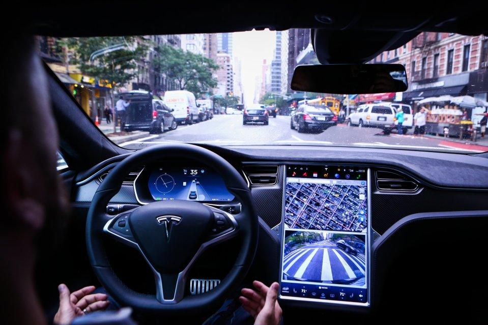Владельцы Tesla недовольны тем, что «автопилот» не предотвращает ДТП 1