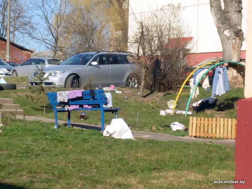 Белорус «под завязку» забил свой автомобиль мусором 2