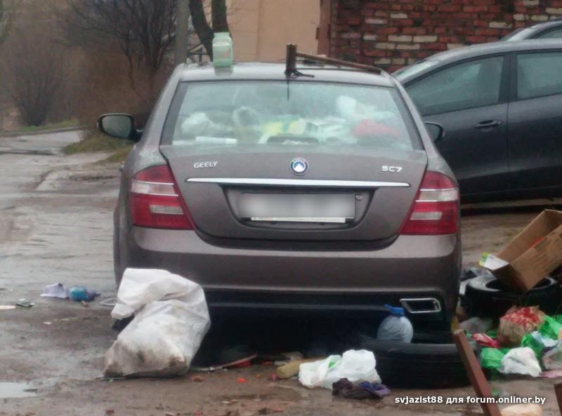 Белорус «под завязку» забил свой автомобиль мусором 1