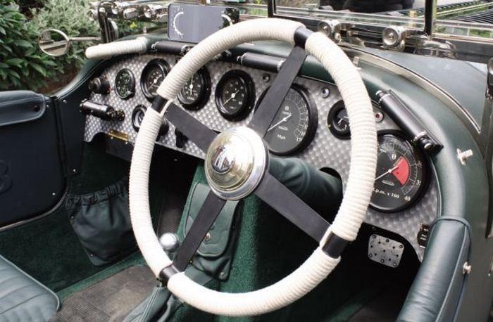 «Аукционный лот»: Bentley с двигателем от самолета 2