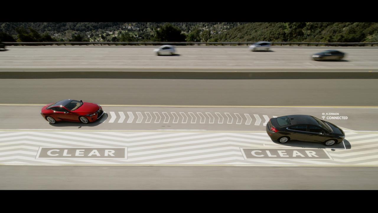 Лексусы научились «сдвигать» автомобили в свободный ряд 1