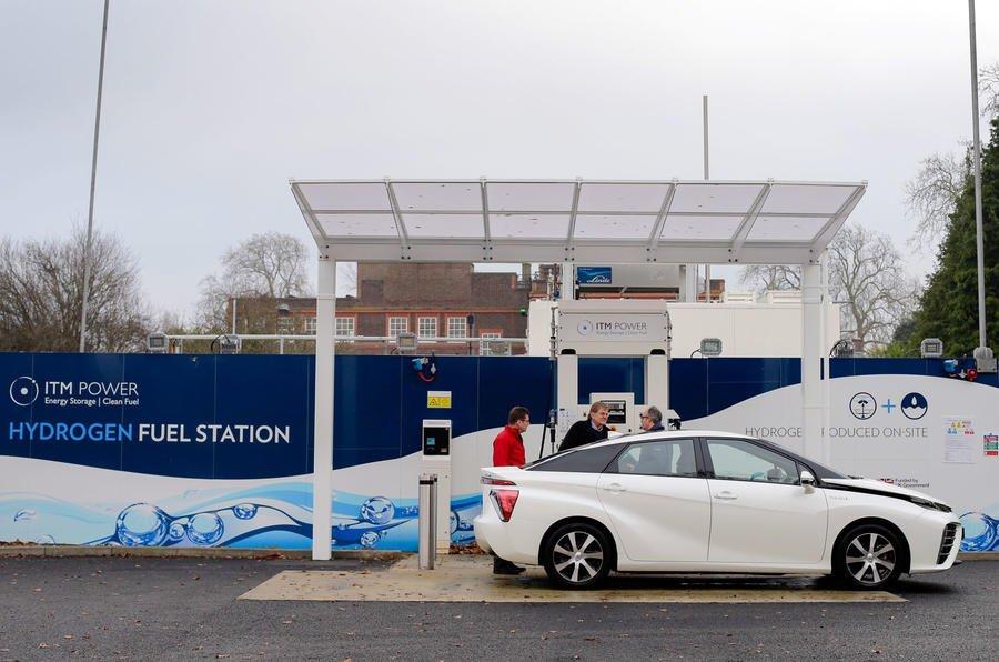 Какие недостатки нашли эксперты во время тест-драйва «водородного» Toyota Mirai 1