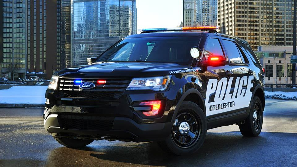 В США полицейских заставили вернуть новые авто 1