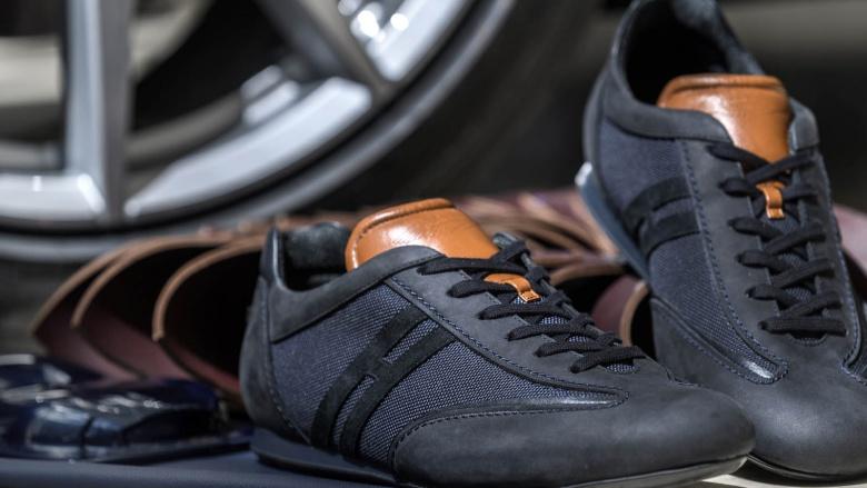 «Обуйся в Aston-Martin»: марка предложила уникальную серию кроссовок 1