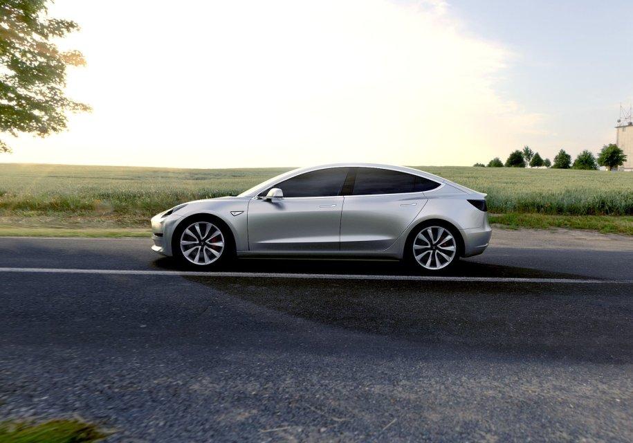 Автолюбитель выставил на продажу место в очереди на Tesla Model 3 1