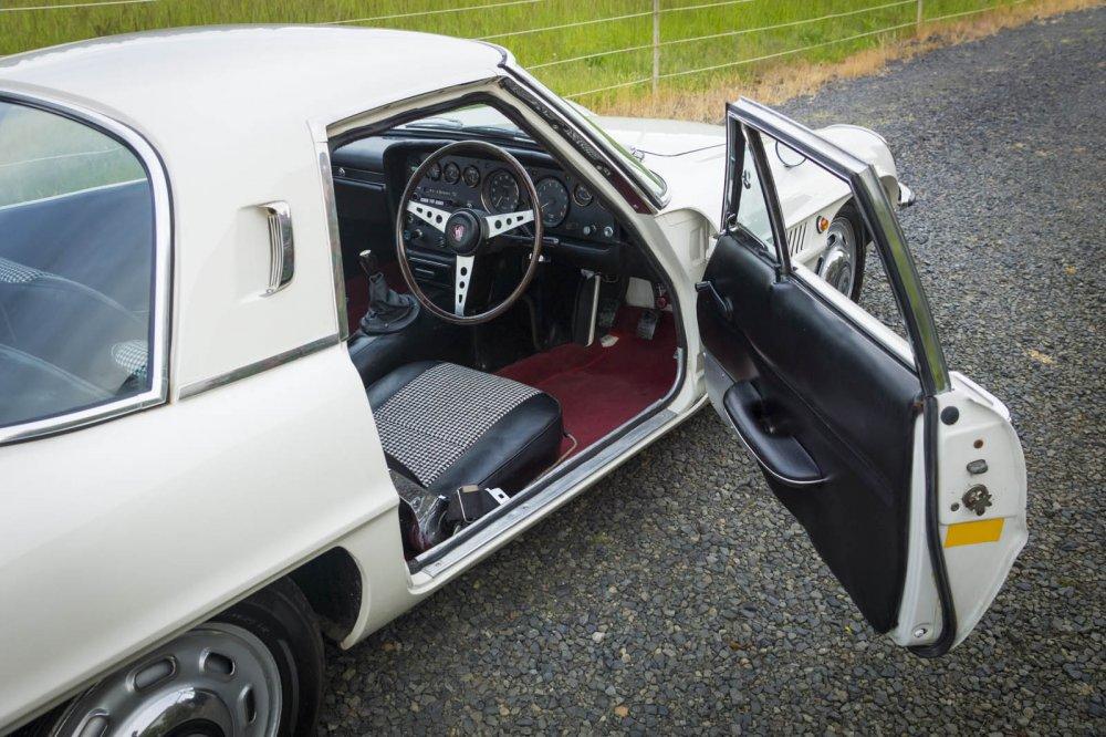 На аукцион выставили Mazda Cosmo с двигателем Wankel 2
