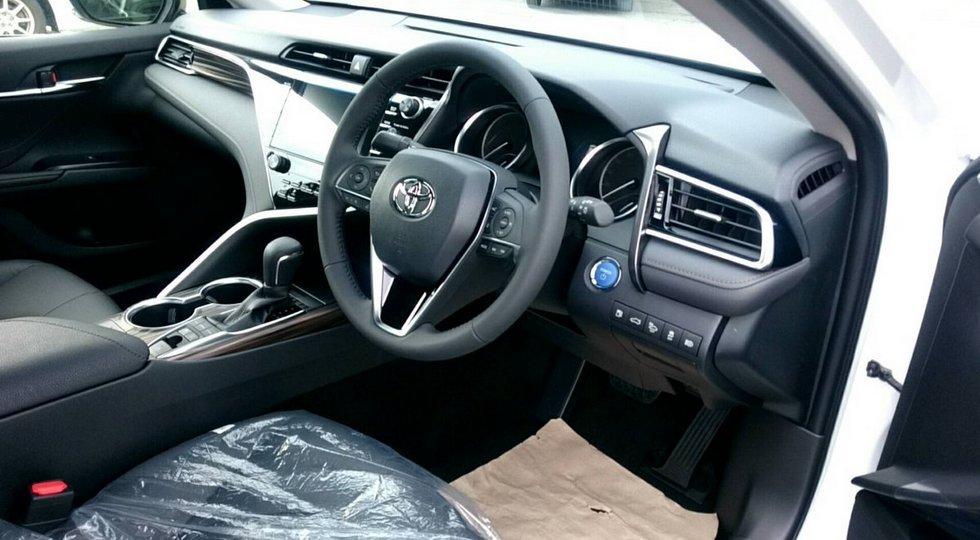 Первые «живые» фото новой Toyota Camry 3