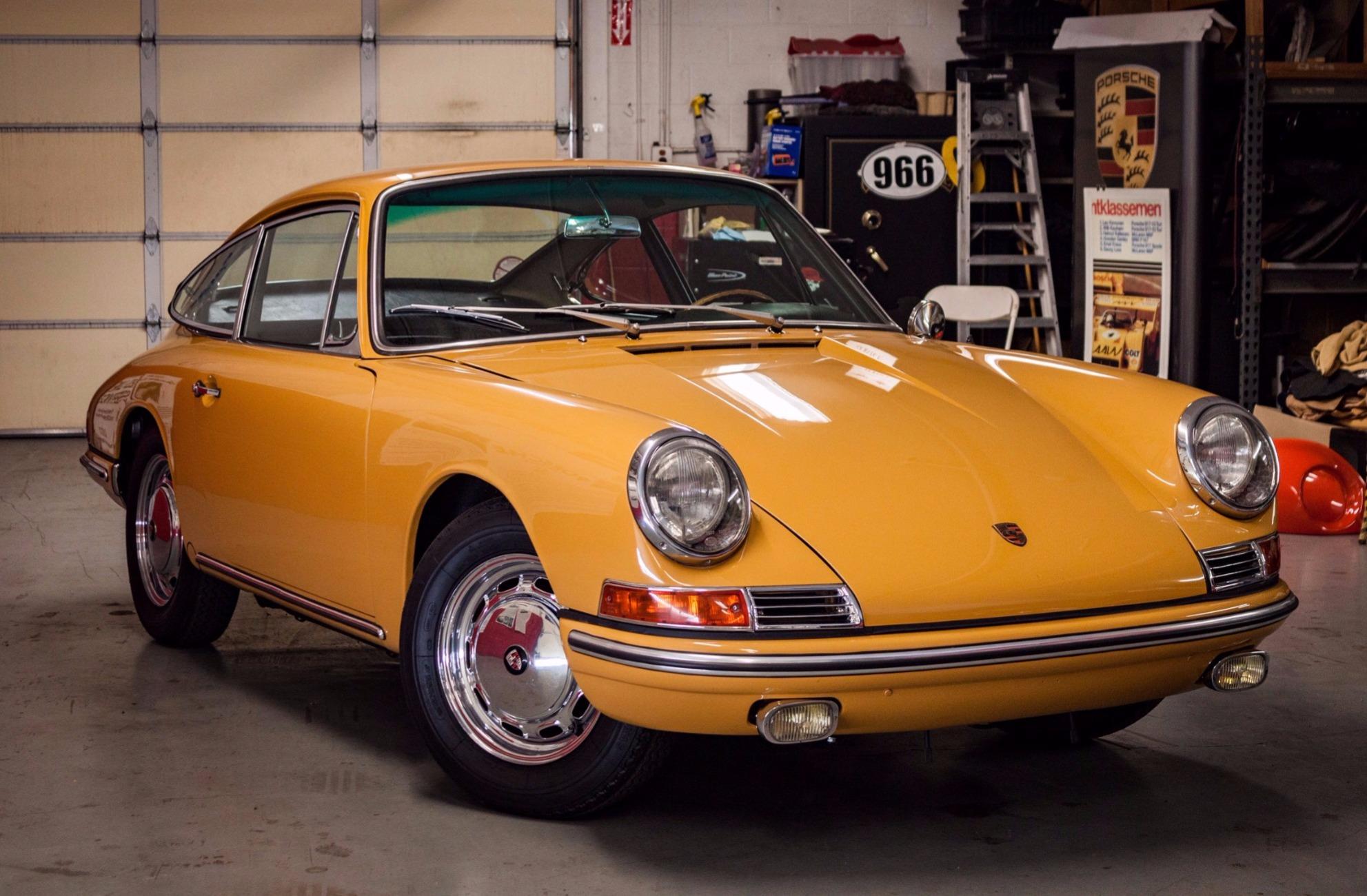 На аукцион выставили разобранный и собранный заново Porsche 1