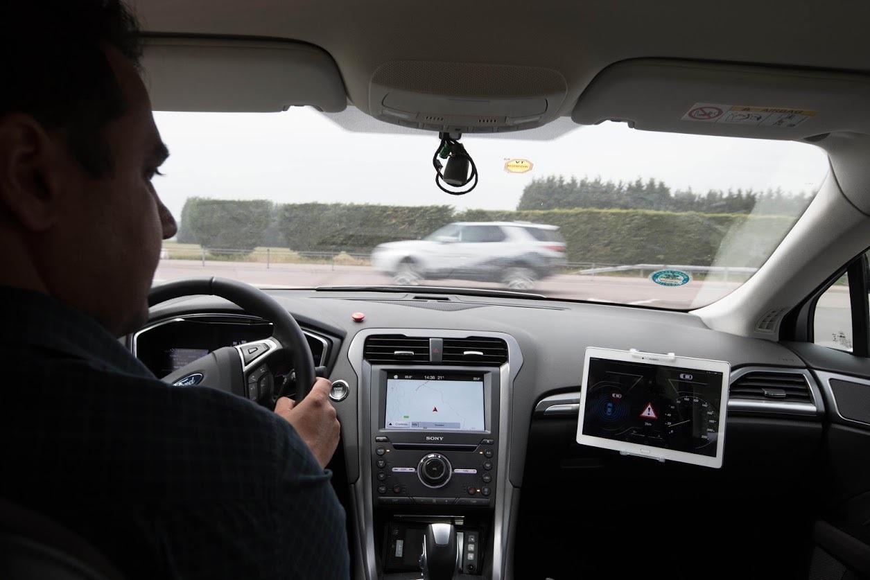 Новая технология Ford позволит водителю вовремя уступить дорогу спецтранспорту 1