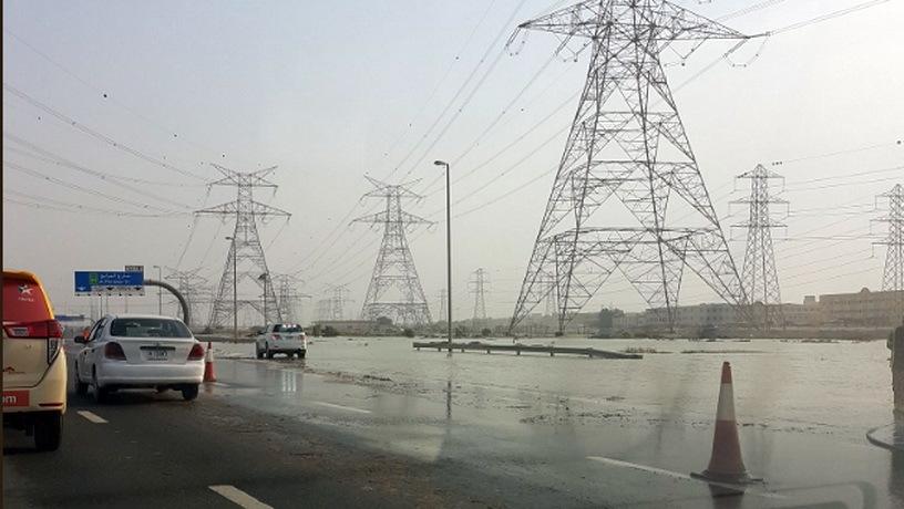 В ОАЭ «ушла под воду» автомобильная трасса 1