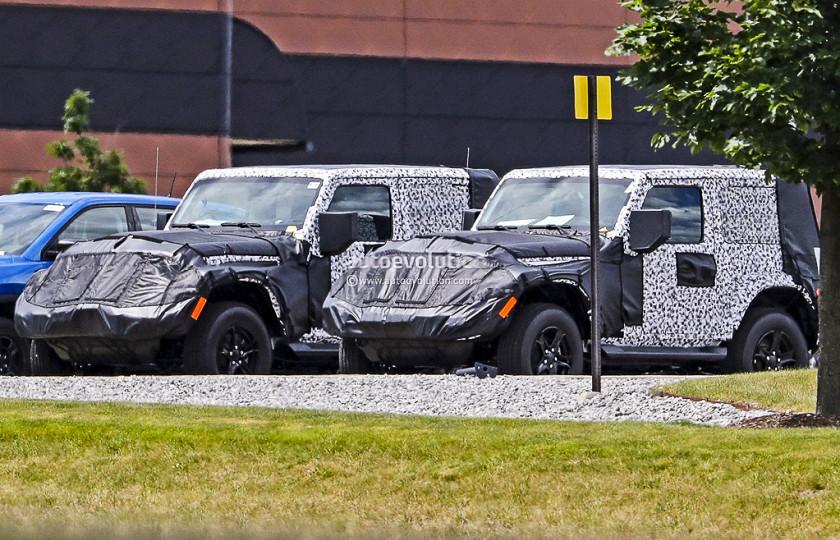 Новый двухдверный Jeep Wrangler тестируют бок о бок с открытой версией 2