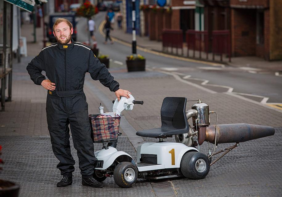 В Британии построили сверхскоростной скутер для инвалидов 1