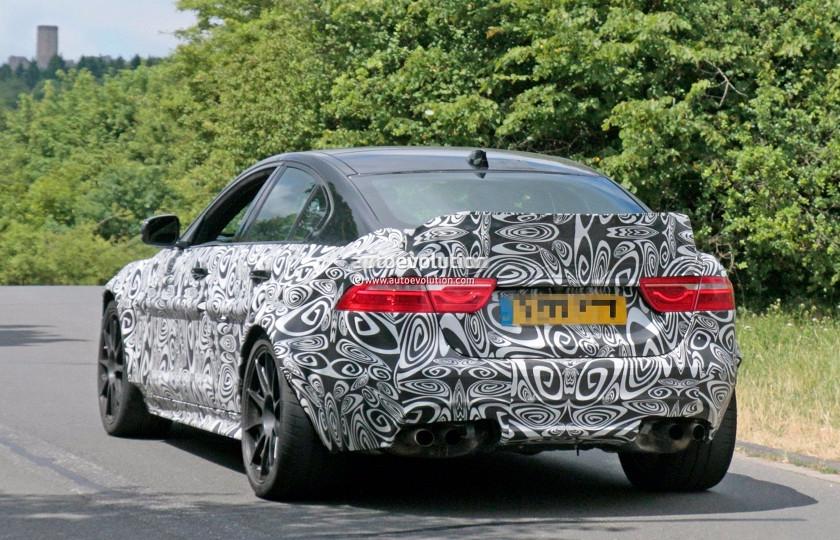 Jaguar вывел на трек прототип супер-седана 2
