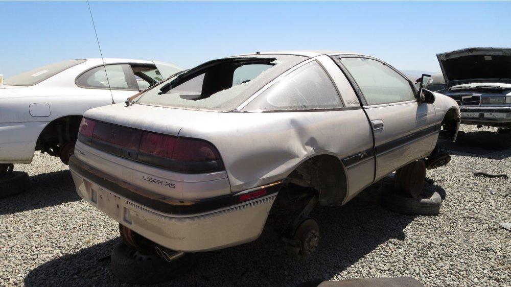 На свалке обнаружили уникальный Plymouth Laser 2