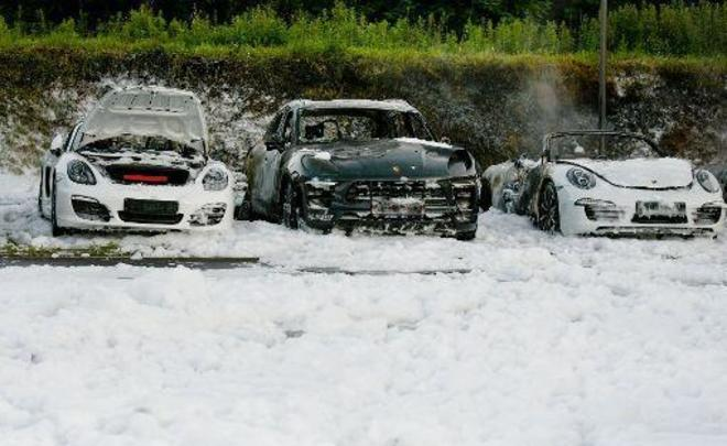 В Гамбурге перед саммитом G20 сожгли автосалон Porsche 2