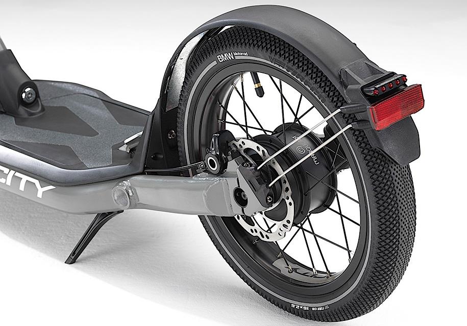 Компания BMW разработала электрический самокат 2