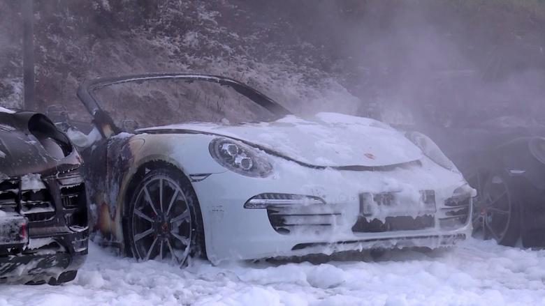 Антиглобалисты-хулиганы сожгли 12 новеньких Porsche 2