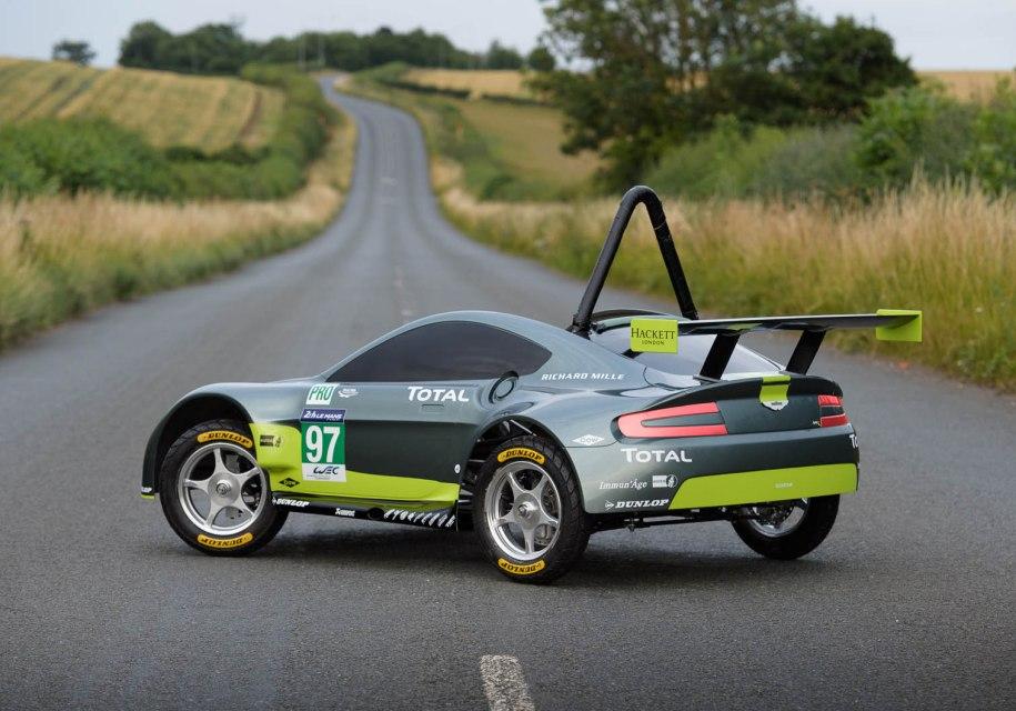 Инженер Aston Martin проехал гонку на автмобиле без двигателя 1