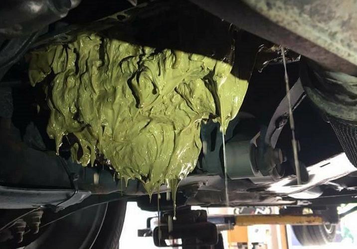 Автоледи залила в мотор машины «омывайку» - результат «плачевный» 2
