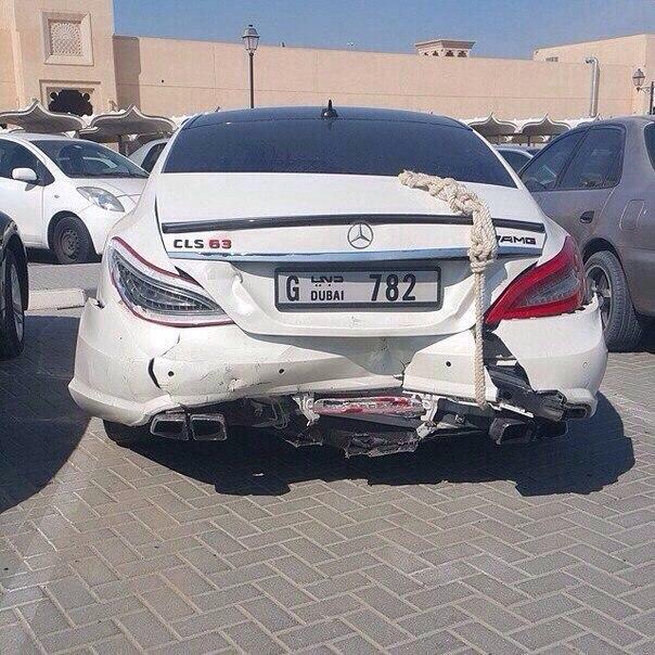 Брошенные автомобили в ОАЭ - проблема для местных жителей 2