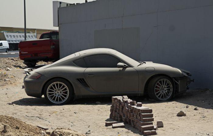 Брошенные автомобили в ОАЭ - проблема для местных жителей 3
