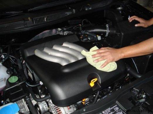 Как самостоятельно отмыть моторный отсек автомобиля до блеска 1