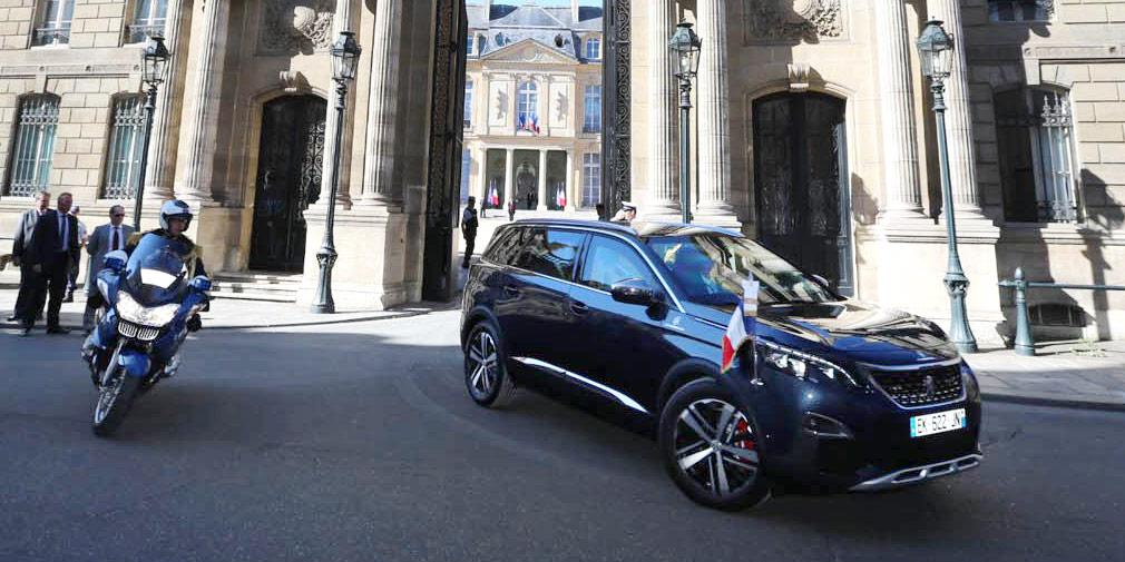 В День взятия Бастилии Президент Франции выбрал новый Peugeot 5008 1