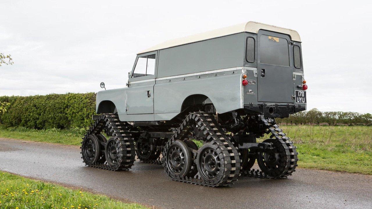 На аукцион выставили Land Rover на гусеничном ходу 2