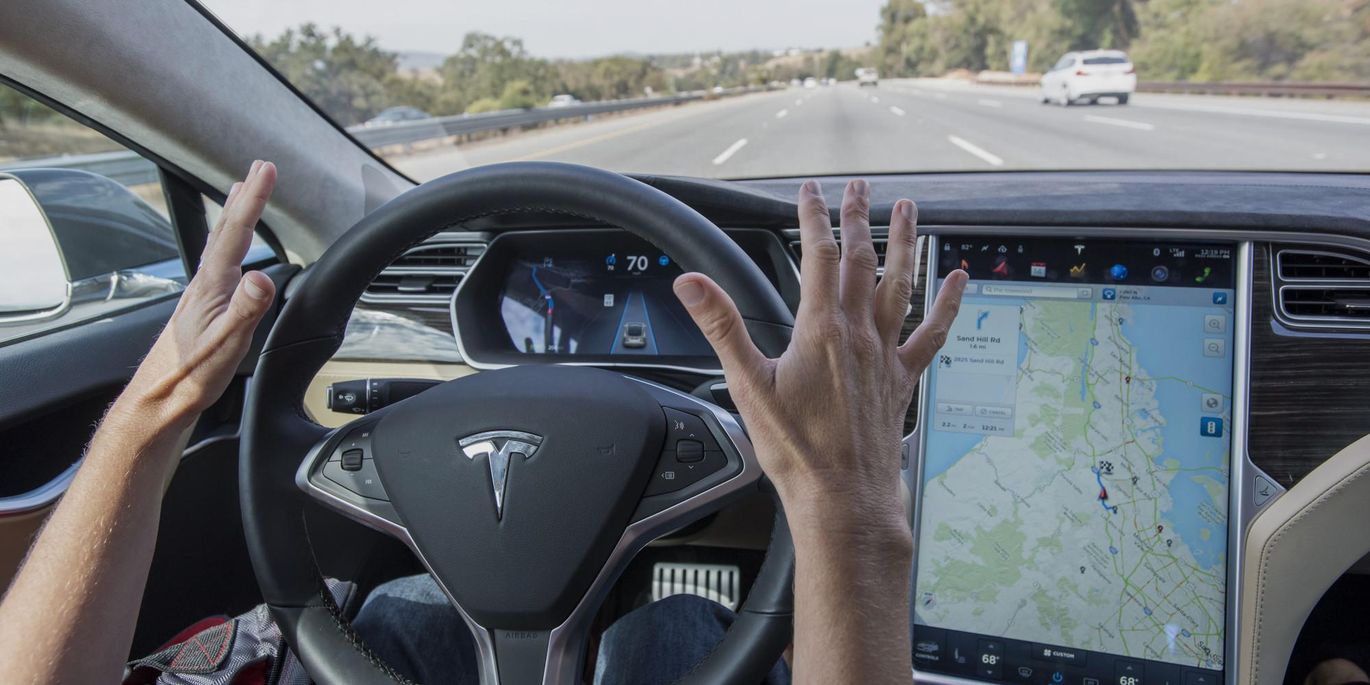 Водитель Tesla попал в аварию, отключив автопилот 1