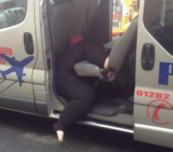 «Дама в теле» застряла в такси после поездки 1