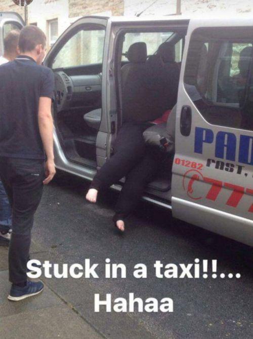 «Дама в теле» застряла в такси после поездки 2