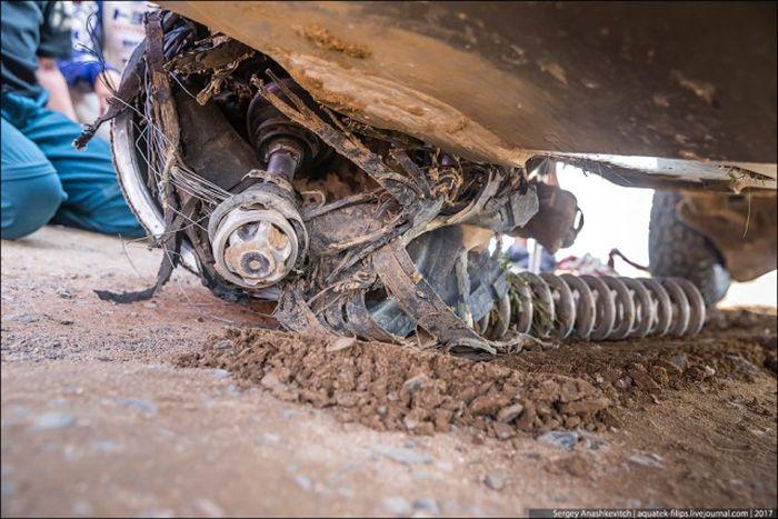 Что стало с Toyota Land Cruiser, проехавшем 70 км на трех колесах? 2