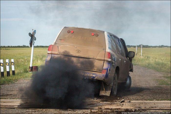 Что стало с Toyota Land Cruiser, проехавшем 70 км на трех колесах? 1