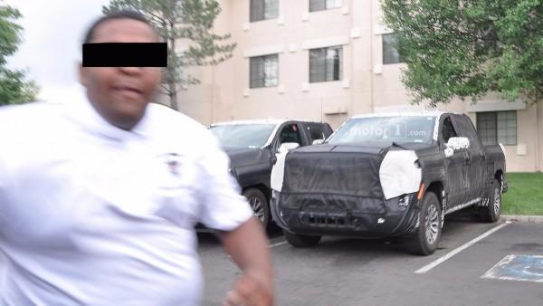 Охрана «телом закрыла» от папарацци новый Chevrolet 2