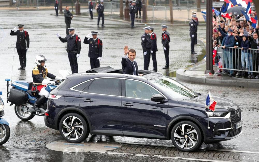 В День взятия Бастилии Президент Франции выбрал новый Peugeot 5008 2
