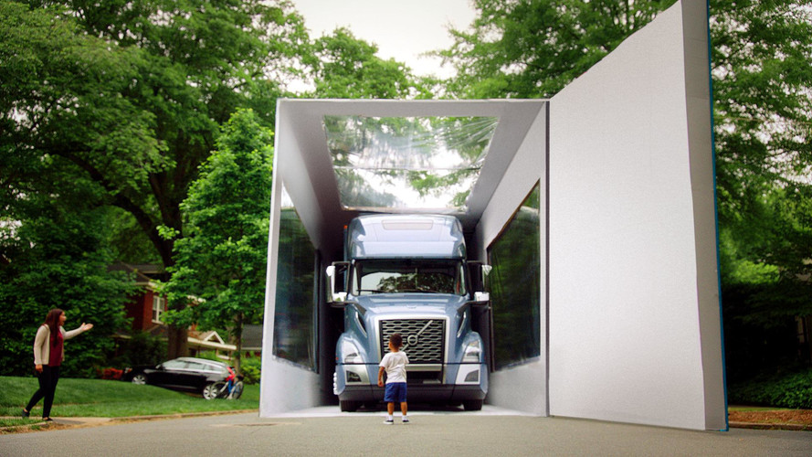 Ребенку подарили самую большую в мире коробку с машиной 1