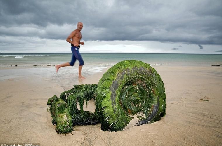 Подводный клад: Land Rover всплыл после десятилетий под водой 1
