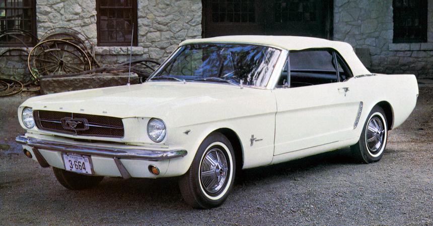 Ford Mustang «слегка обновили»: лишь вернули классическую эмблему 2
