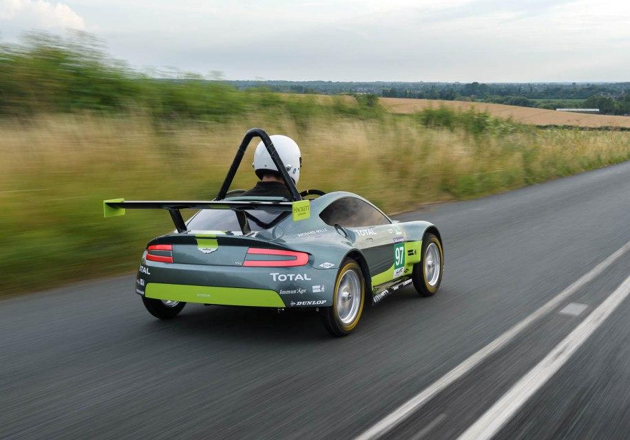 Инженер Aston Martin проехал гонку на автмобиле без двигателя 2