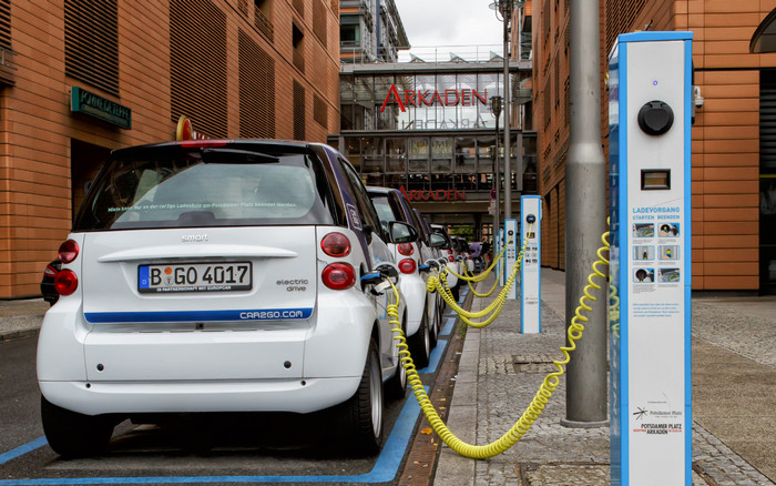 Власти Франции объявили о запрете бензиновых и дизельных авто 2