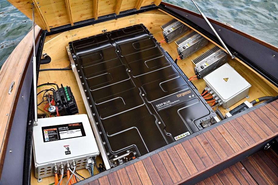 Электрокар BMW i3 будет «делиться» своими батареями с катерами 3